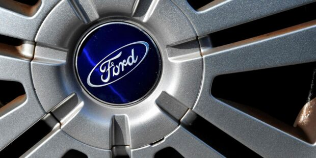 Ford swings to Q1 profit, but expects $2