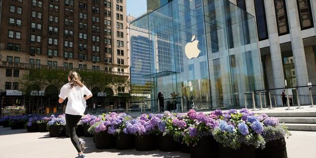 Apple Stock Is Sliding. Here's What Investors Are Worried About.