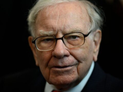 Early Tesla backer and top fund manager attacks Warren Buffett's strategy. Here's his investing advice.