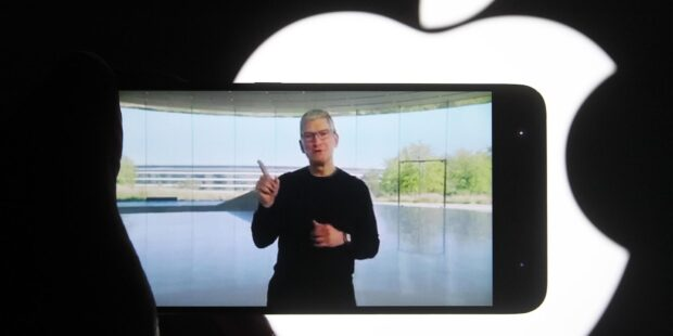 Apple employee group rejects planned return to the office