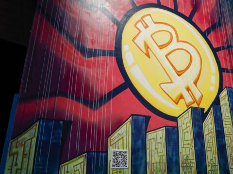 Bitcoin Tumbles as Analysts Point to Looming Technical Breakdown