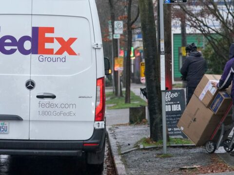 FedEx earnings set a record, but the stock is falling in after hours trading