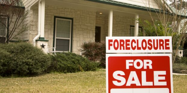 How Many Mortgage Payments Can I Miss Before foreclosure?