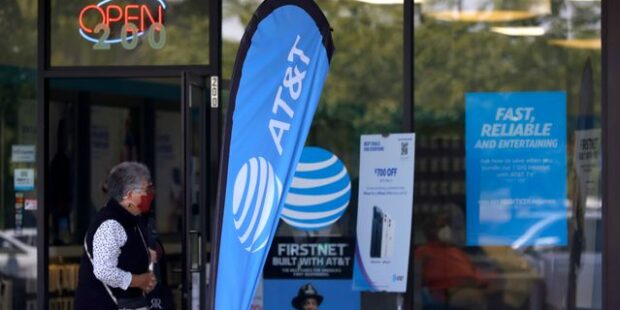 AT&T Keeps Adding Subscribers and Selling Assets. Earnings Beat Forecasts.