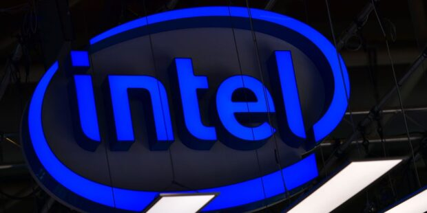 Intel stock ticks lower as results top estimates, but outlook weighs