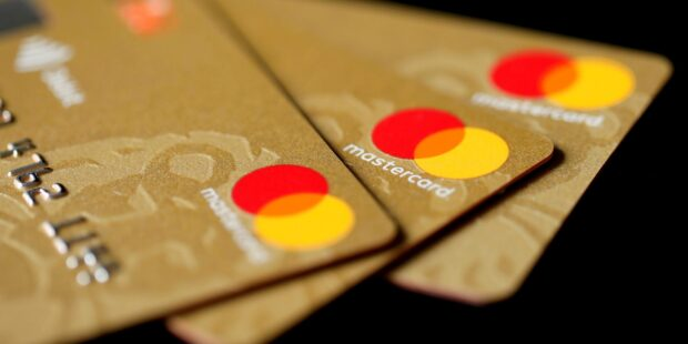Who will benefit from the Mastercard ban in India?