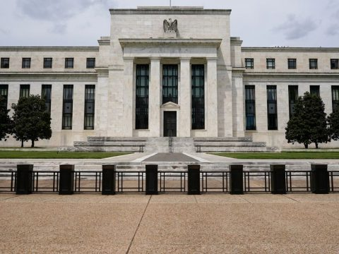 Former Fed official warns of 'urgent' threat of another financial crisis