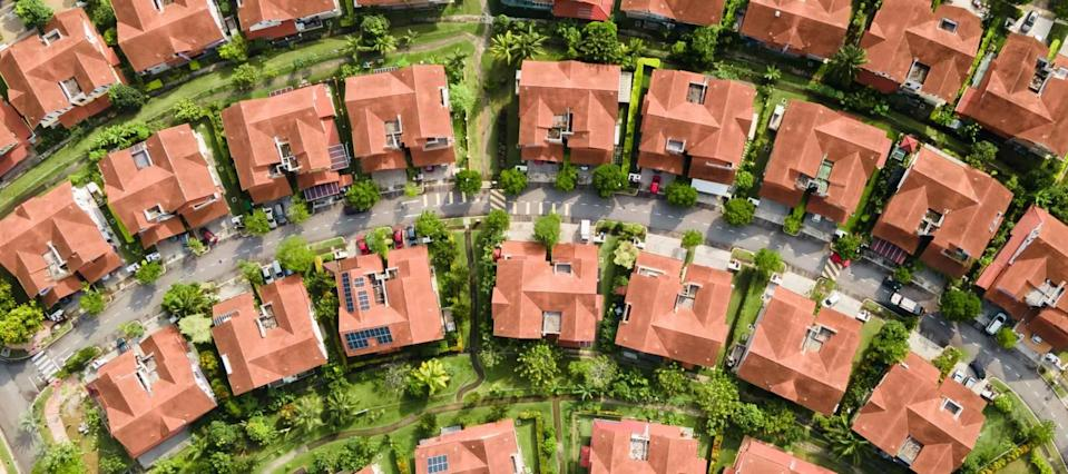 Mortgage rates edge lower, with refinances available at under 3% and even 2%